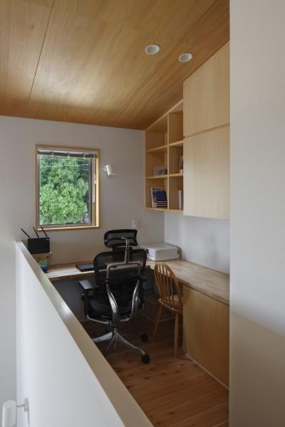 書斎 (神社の緑を借景としたスキップフロアの家)
