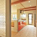 大胆な間取り変更で二世帯住宅問題を解決の写真 キッチン
