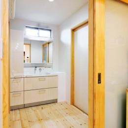 大胆な間取り変更で二世帯住宅問題を解決 (洗面所)