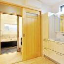 大胆な間取り変更で二世帯住宅問題を解決の写真 お風呂・洗面所