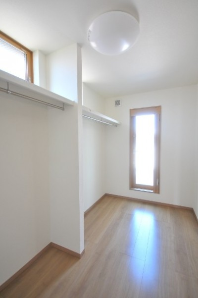 WIC (リビング続きにある2部屋が間仕切りで変化する家)
