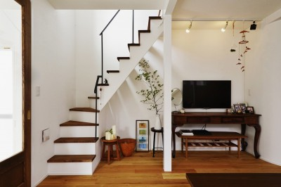 リビング階段 (光を感じて暮らす)