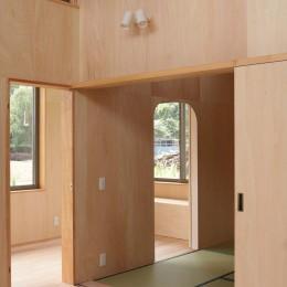 休耕地に建つ女性のための住宅 (休耕地の家|建具4)