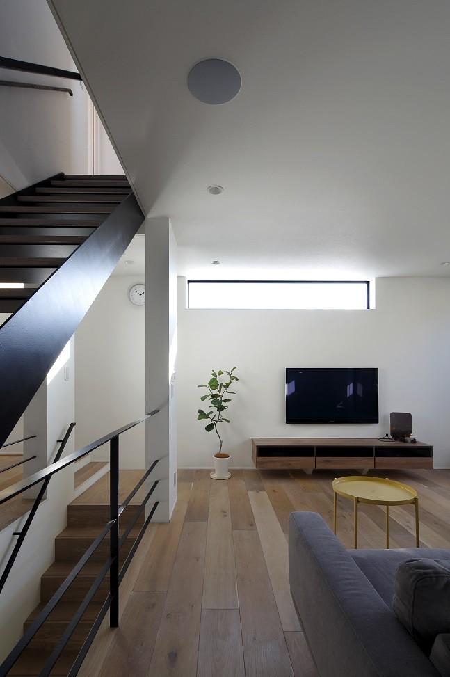名古屋市N邸~高低差がある敷地のガレージハウス (リビング)