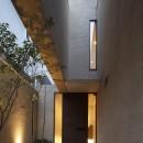 名古屋市N邸~高低差がある敷地のガレージハウスの写真 エントランスアプローチ夜景