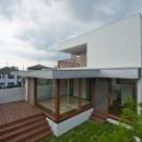 名古屋市T邸~混構造のガレージハウスの写真 デッキテラスと芝生に囲われた畳リビング