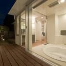 名古屋市T邸~混構造のガレージハウスの写真 ガラス貼の掘り込み式バスルーム