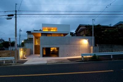外観夜景 (名古屋市T邸~混構造のガレージハウス)