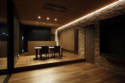 名古屋市S邸~ラグジュアリーなLDK空間があるガレージハウス (リビング~ダイニングを見る)