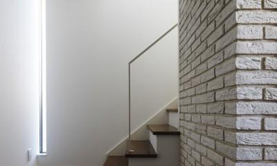 名古屋市S邸~ラグジュアリーなLDK空間があるガレージハウス (自然光が降り注ぐ階段室)