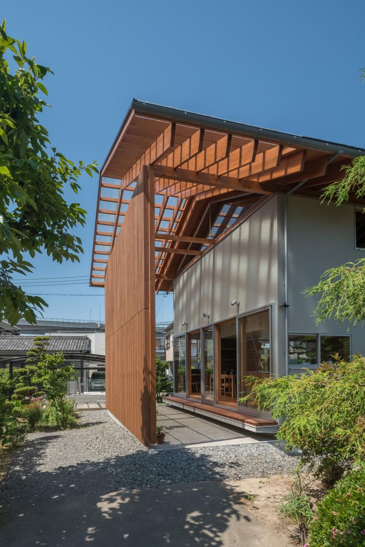 小田井の住宅 (北側から通りみちへのアプローチ)