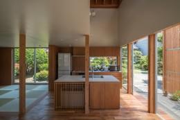 小田井の住宅 (キッチンと外部を見通す)