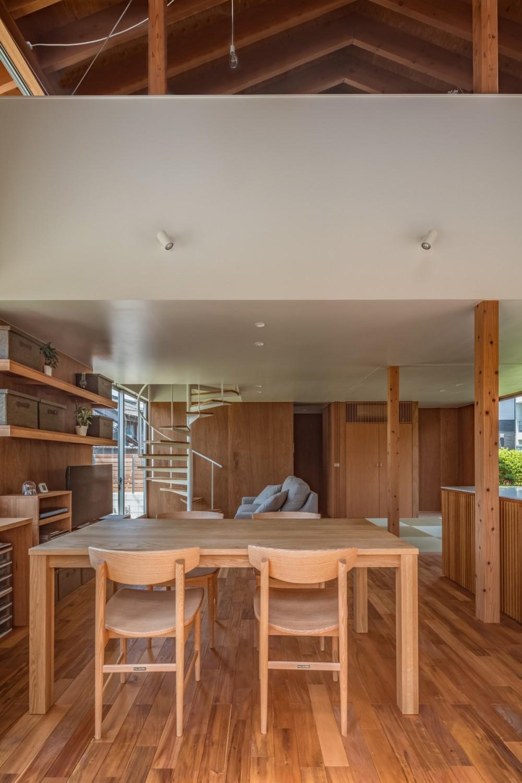 小田井の住宅 (ダイニングから見通す)