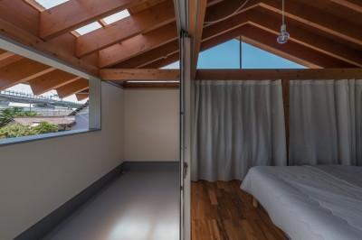 室-2とバルコニー (小田井の住宅)
