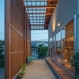 小田井の住宅 (通りみち夕景)