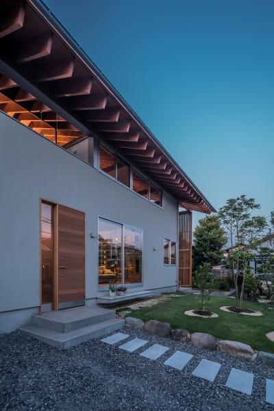 小田井の住宅 (南側エントランス夜景)