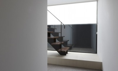 名古屋市H邸~STEP HOUSE (エントランスから階段を見る)