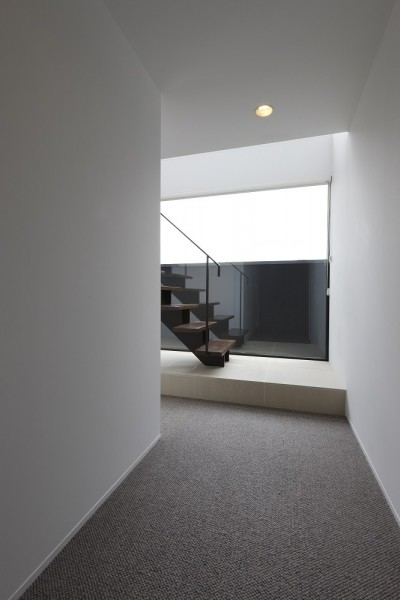 エントランスから階段を見る (名古屋市H邸~STEP HOUSE)