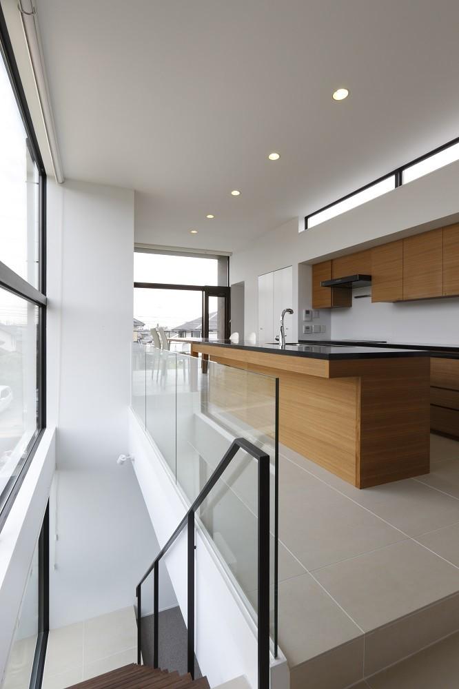 名古屋市H邸~STEP HOUSE (ブラック人工大理石を天板に使ったアイランドキッチン)