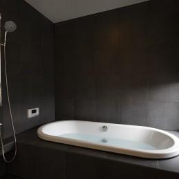 名古屋市H邸~STEP HOUSE (ゆったりとしたバスルーム)