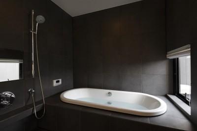 ゆったりとしたバスルーム (名古屋市H邸~STEP HOUSE)