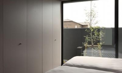 名古屋市H邸~STEP HOUSE (庭に面した落ち着いた寝室)