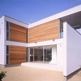 岡崎市O邸~水盤と花火が見えるテラスがある開放感あふれる住宅 (木パネルが印象的な外観)