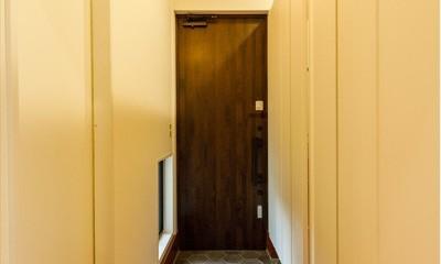 高さのある勾配天井で開放的に 思い描いていた理想のLDKを実現 (【玄関】)