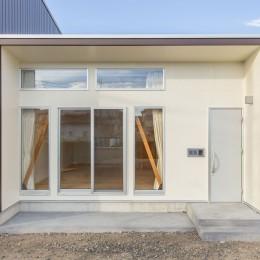 3-BOX 1800万円の家 (玄関とポーチ)