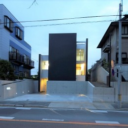 名古屋市T邸~幾つもの外部空間を内包する家 (外観夜景)
