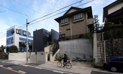 名古屋市T邸~幾つもの外部空間を内包する家 (南西から見た外観)