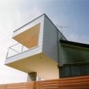 日立市S邸~全室から海を眺望できる別荘の写真 テラスが飛び出した個性的な外観