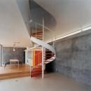日立市S邸~全室から海を眺望できる別荘の写真 螺旋階段のありリビングダイニング