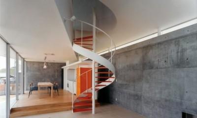 日立市S邸~全室から海を眺望できる別荘 (螺旋階段のありリビングダイニング)