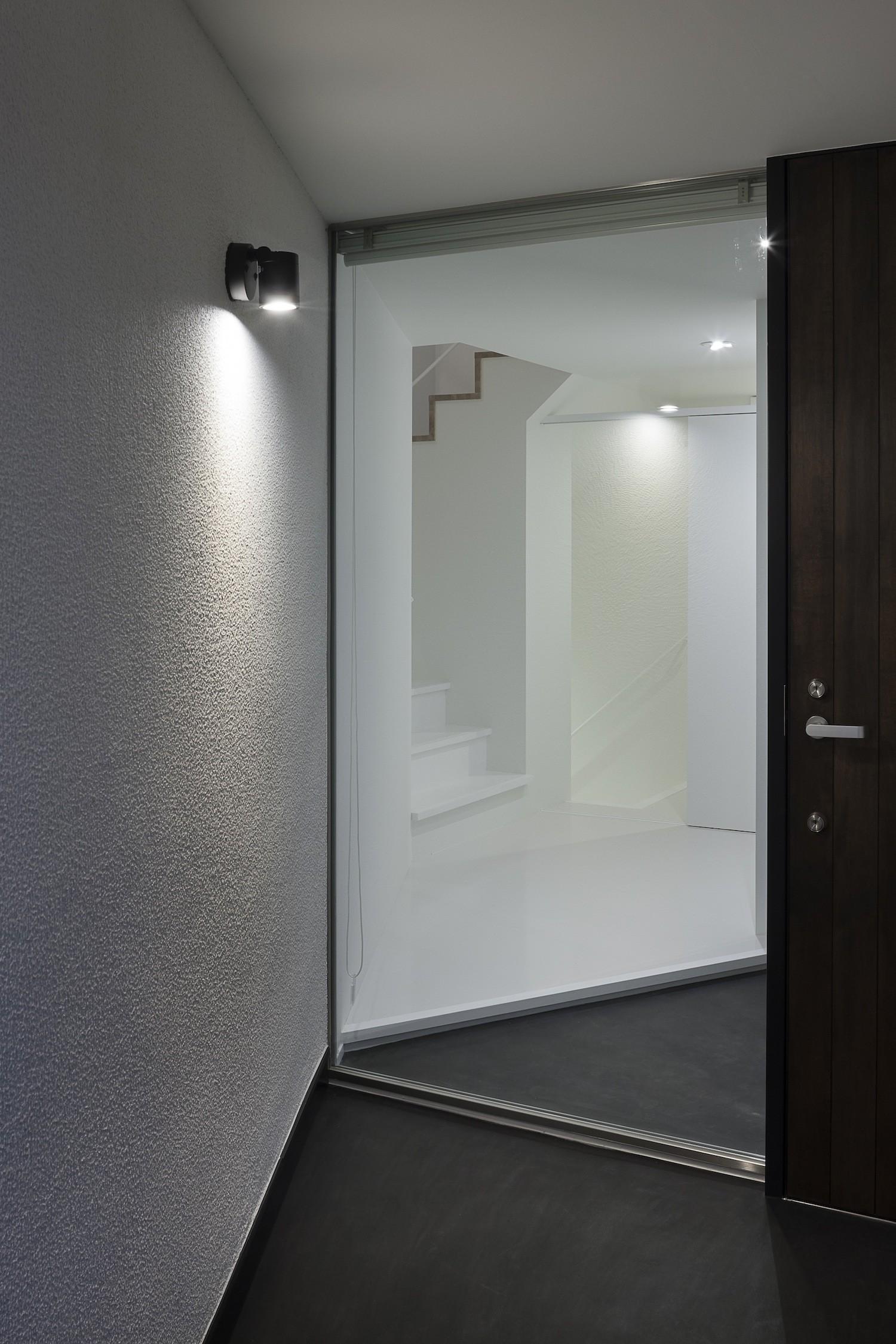 玄関事例:玄関ポーチ(建物探訪で放送 目黒のスキップフロアの家 ハコノオウチ13)