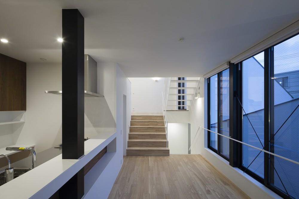 建物探訪で放送 目黒のスキップフロアの家 ハコノオウチ13 (ダイニングからリビングを見る)