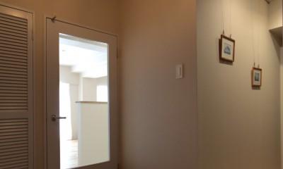 自分らしい暮らしを形にした中古マンションリノベーション (玄関~ギャラリースペース)