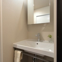自分らしい暮らしを形にした中古マンションリノベーション (洗面室)