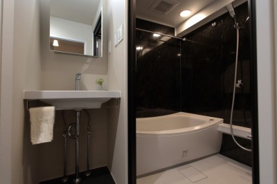 自分らしい暮らしを形にした中古マンションリノベーション (洗面室~バスルーム)