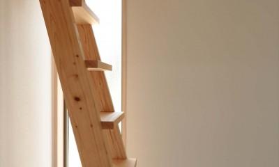 休耕地の家|ロフト用梯子|休耕地の家~農地転用後の平屋の住まい~