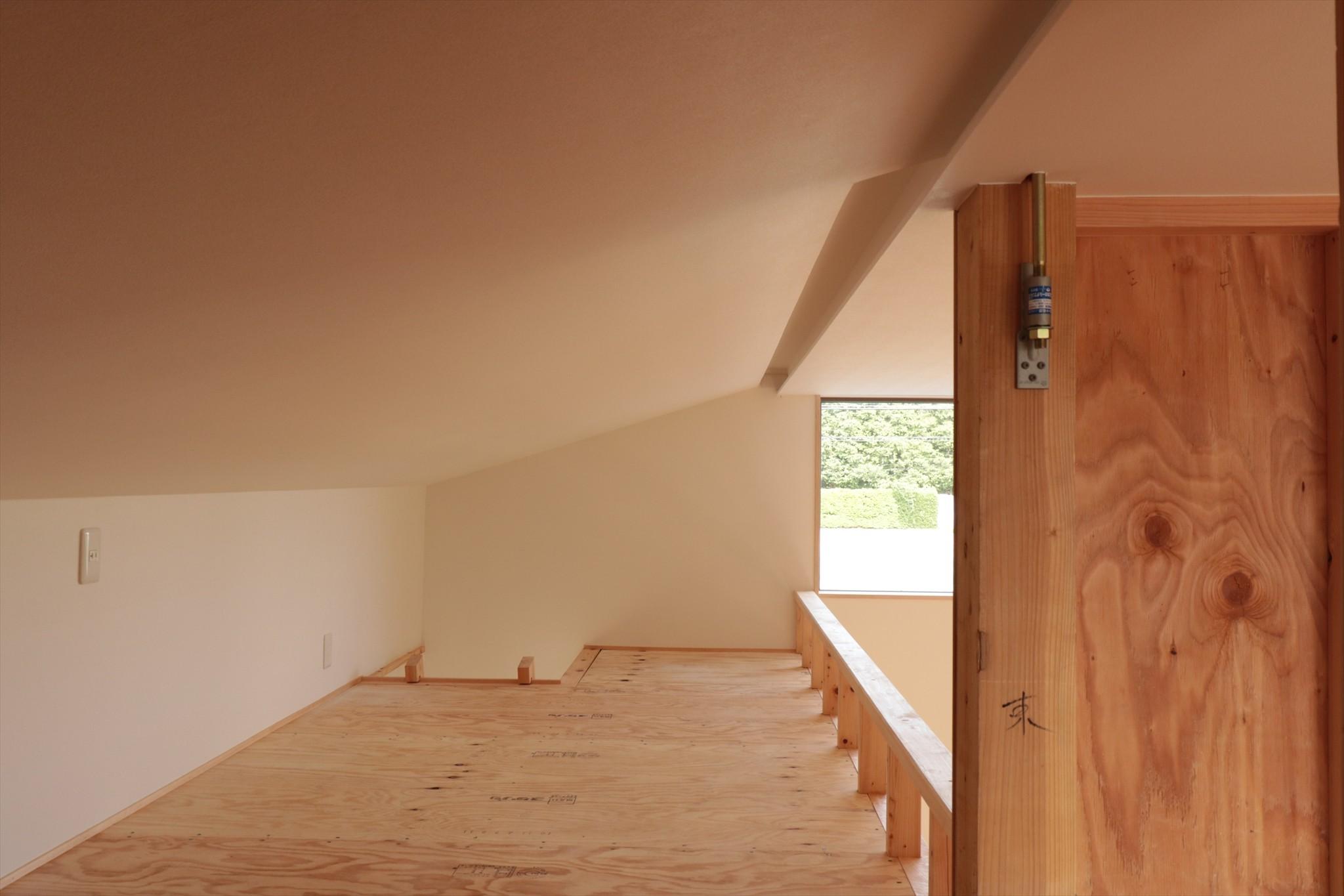 収納事例:休耕地の家|ロフト1(休耕地に建つ女性のための住宅)