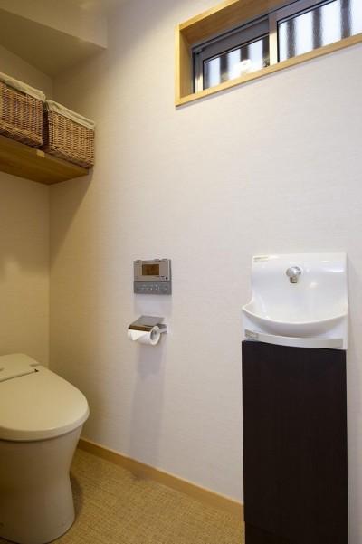 トイレ (緑と風があふれる家)