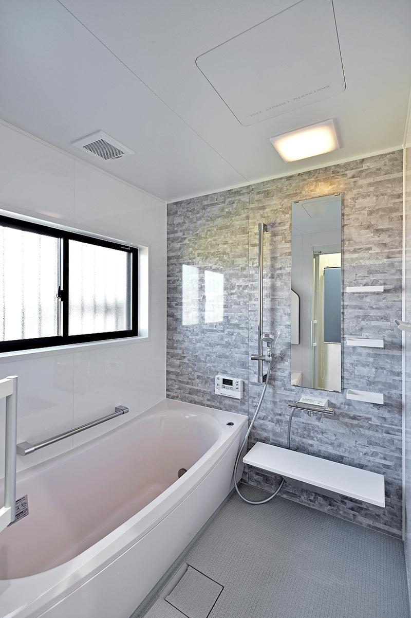 集う家(フレキシブルリビング) (浴室)