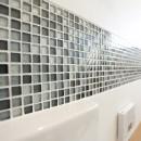 TOTOリモデルサービスの住宅事例「ガラスモザイクタイルのラインが入ったトイレリノベーション」