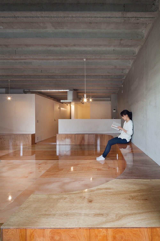 302号室 (リビング、ダイ二ング)