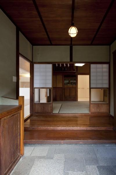 玄関 (綾瀬の住宅)