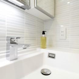 ホワイトを基調としたバスルーム