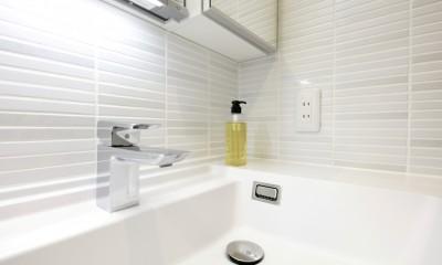 洗面室 タイル|ホワイトを基調としたバスルーム