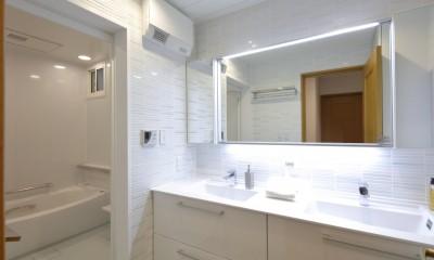 バス/洗面室|ホワイトを基調としたバスルーム