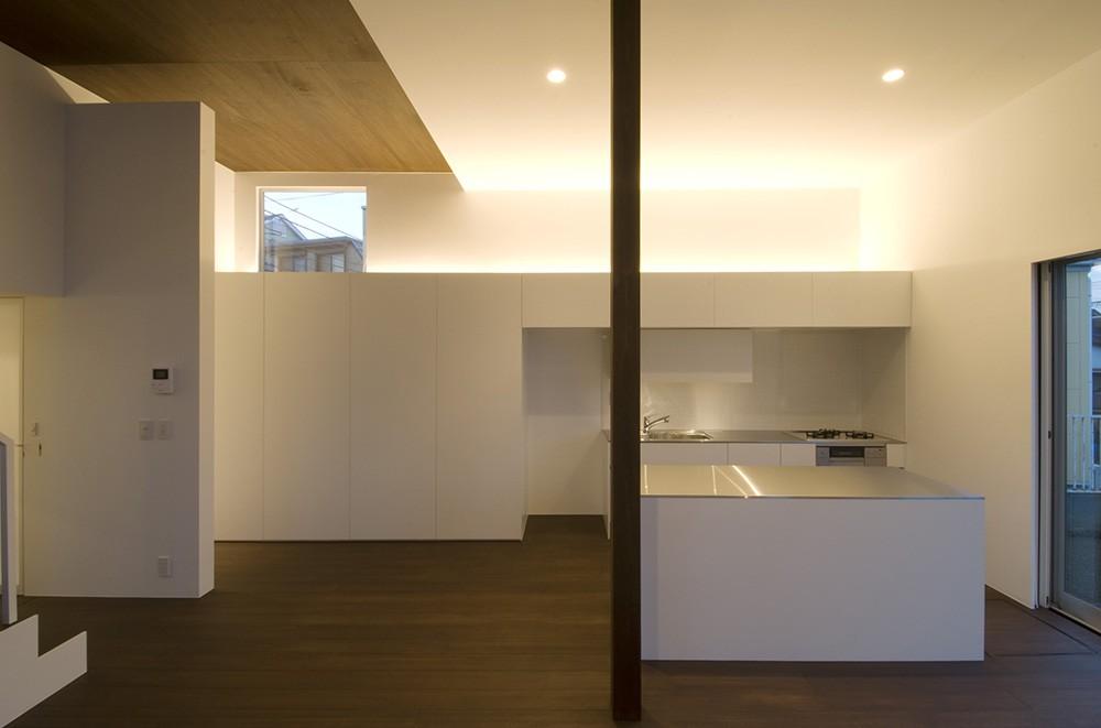 『やはぎの家』借景を楽しめるいろいろな居場所がみつかる家 (美しいキッチン)
